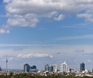 Cidade Viena de Donau da skyline Fotos de Stock Royalty Free