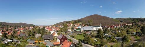 Cidade Wernigerode como o panorama com céu azul Fotos de Stock Royalty Free
