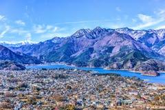 Cidade Yamanashi Japão de Fujiyoshida do lago Kawaguchigo do inverno Fotos de Stock