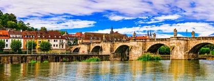 Cidades bonitas medievais de Alemanha - Wurzburg Vista com Br velho Fotos de Stock