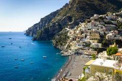 Cidades costeiras bonitas de Itália - Positano cênico na costa de Amalfi fotografia de stock