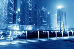 Cidades dos arranha-céus na noite Foto de Stock