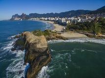 Cidades maravilhosas Praia de Arpoador, praia do ` s do diabo, distrito de Ipanema de Rio de janeiro Brazil fotografia de stock