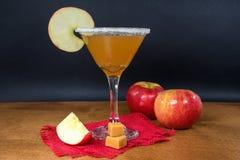 Cidre d'Apple martini avec la sucrerie photographie stock libre de droits