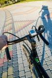 Cień cyklista na drodze fotografia royalty free