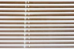 Ciechi di finestra in camera da letto fotografia stock