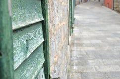 Ciechi e vicolo di legno fotografia stock