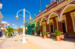 CIEGO DE AVILA, KUBA - 5. SEPTEMBER 2015: Im Stadtzentrum gelegen Lizenzfreie Stockbilder