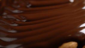 Ciekła czekolady pokrywa migdały zbiory