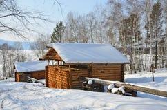 Ciekła kaskada wodni młyny w wiosce Vladimirovka Bratsky okręg Irkutsk region, pod koniec 19 wieku - początek 20 wieku fotografia stock