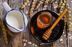 Ciekły słodki miód zdjęcie stock