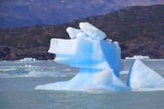 Ciekawa góra lodowa Zdjęcie Stock