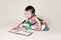 Ciekawa książka Zdjęcia Royalty Free