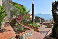 Ciekawa rzeźba w Włoskim ogródzie zdjęcie stock