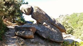 Ciekawa skała po środku sposobu Zdjęcia Stock