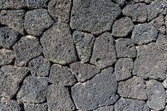 Ciekawa tekstura, wzór powulkaniczna kamień ściana/ obraz stock