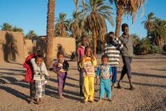 Ciekawi Nubijscy dzieci pozuje dla obrazka w Abri Sudan, Dec, - 2018 fotografia royalty free