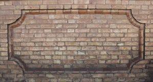 Ciekawy jasnobrązowy brickwork ogrodzenie Budujący w pod koniec 19 wieku - początek 20 wieku zdjęcie stock