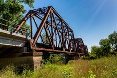 Ciekawy widok Stary Ikonowy Żelazny Kratownicowy linia kolejowa most Obraz Royalty Free