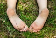 Cieki mała dziewczynka outdoors Fotografia Stock