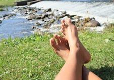 Cieki na trawie jazem Fotografia Stock