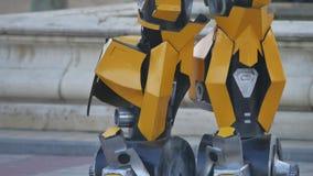 Cieki stopa żółty robot Transformatorowy robot okropny Fotografia Stock