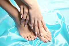 Cieki zdrojów, noga nożny masaż w zdroju Kobieta cieków opieka Iść na piechotę stocki Obrazy Royalty Free