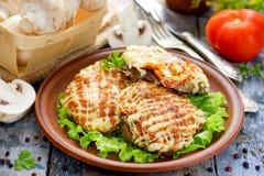 Cielęcina Orloff lub mięso w Francuskim - mięso z pieczarka pomidorów oni Zdjęcia Royalty Free