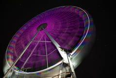 Ciel étoilé derrière la roue de ferris Longue exposition Image libre de droits
