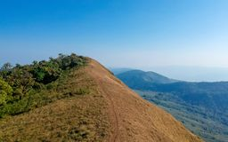 Ciel étonnant d'espace libre de vue sur la montagne supérieure photo stock