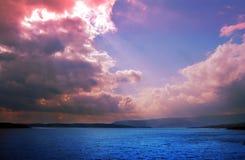 Ciel acide sur le lac Image libre de droits