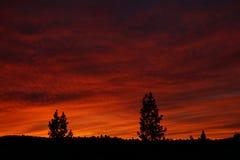 Ciel ardent de coucher du soleil image stock