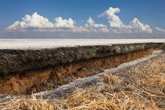 Ciel asphaltique de nuage de coupure Photo stock