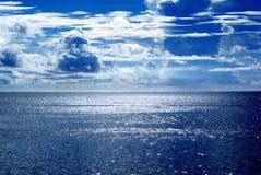Ciel au-dessus d'océan Image stock