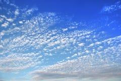 Ciel avec de petits nuages Photographie stock libre de droits