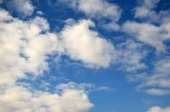 Ciel avec des nuages Texture Photos stock