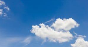 Ciel avec le nuage Photographie stock libre de droits