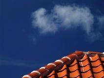 Ciel avec le toit Images libres de droits