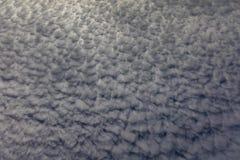 Ciel blanc d'été de formation de nuage Photos libres de droits