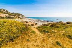 Ciel bleu au-dessus de capo Carbonara photos libres de droits