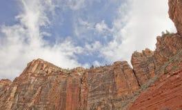 Ciel bleu au-dessus de stationnement national de Zion, Utah Photo libre de droits