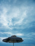 Ciel bleu avec des nuages Image libre de droits