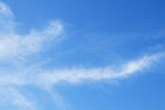 Ciel bleu avec des nuages Photos stock