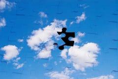 Ciel bleu avec des nuages comme puzzle Photographie stock libre de droits