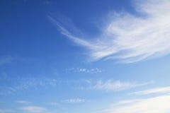 Ciel bleu avec le nuage Photo stock