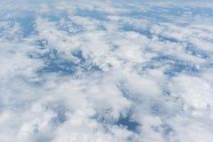 Ciel bleu clair et vue aérienne de nuages Photographie stock