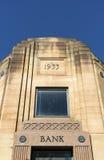 Ciel bleu d'édifice bancaire Images stock