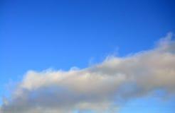 Ciel bleu de е de ½ de ТРavec des nuages Images stock