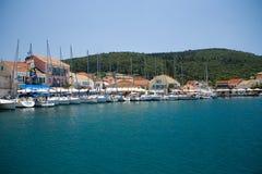 Ciel bleu de bateau d'été de Vathy Grèce Photo libre de droits