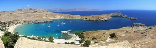 Ciel bleu de bateau de mer d'architecture de bâtiments historiques de Lindos Rhodos Grèce Photos libres de droits